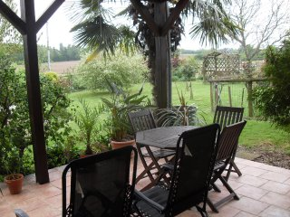 2 bed Annexe with Terrace Parking wifi Breakfast., Saint-Mars-d'Outille