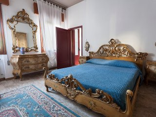 """La casa di Tina"" - Free standing house close to Venice old town, Venecia"