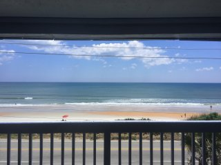 2/2.5 Beach condo is calling your name, Ormond Beach