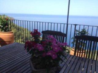 Casa entre Soller y Deia 6 pax  con vistas al mar, Deià