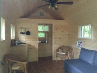 WOODSTOCK TINY HOUSE - Outdoor Shower, A/C, Wifi, Woodstock