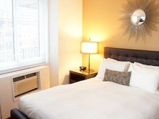 Furnished 3-Bedroom Apartment at 8th Ave & W 55th St New York, Nueva York