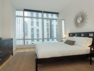Furnished 1-Bedroom Apartment at 5th Ave & W 45th St New York, Nueva York