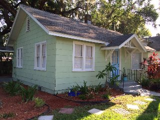 Downtown Getaway!  Near river and pet friendly!, New Port Richey