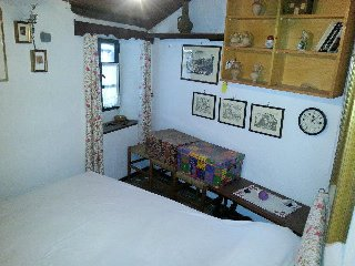 piccolo appartamentino tipo grotta poggio moiano, Poggio Moiano