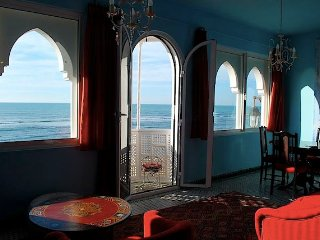 Warm house with views of the Atlantic, Asilah