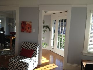 CAPTIVATING AND CLASSY FURNISHED 2 BEDROOM 1 BATHROOM APARTMENT, Burlingame