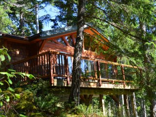 Cabin On The Cove, Quadra Island waterfront cabin, Quathiaski Cove