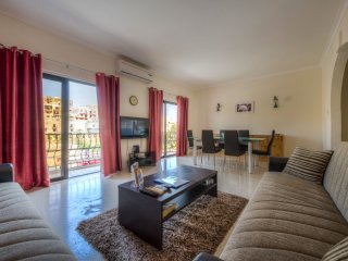 Bright & Spacious Maisonette close to Spinola Bay, Saint Julians