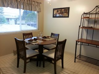 Large Furnished One Bedroom Close To Shopping And Google Shuttle, Mountain View