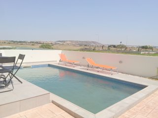 Modern 3 bed T&E Villa with a pool