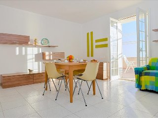 Bright apartment w/sea views veranda, Marina di Ragusa