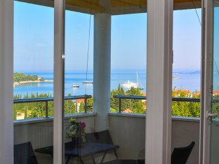 Lovely views, 3 bedrooms ap. close to beaches, Cavtat