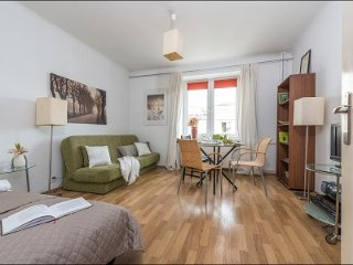 Cosy studio at Zbawiciela Square, city center!