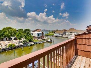 Bay-side condo w/ canal views, seasonal pool & dock access, Ocean City