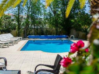 Non-overlooked 4 bedroom villa - Caravela Garden
