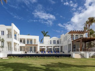 Luxury 9 bedroom Anguilla villa. The ultimate in beachfront luxury, privacy and service