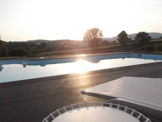 Gîtes Le Lait luxury holiday house with heated pool and jacuzzi, Autun