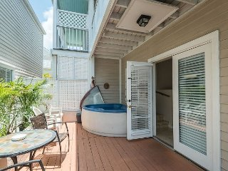 Casa de Mango - 2-Story Condo w/ Pvt Hot Tub & Balcony, Key West