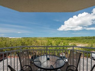 Bonaire Suite Astonishing condo close to the beach! Pool and hot tub access!, Key West