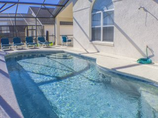 AWESOME 3 Bed Pool Villa With Games Room & Free Wifi on Gated Community, Davenport