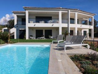 Villa standing vue mer avec piscine chauffee corse