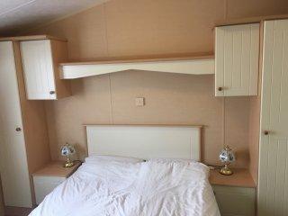 Double bedroom with door direct to shower-room