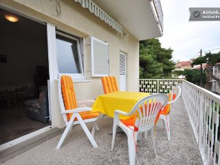 Nice apartment excellent peaceful location yust 200m  to the beach, Biograd na Moru
