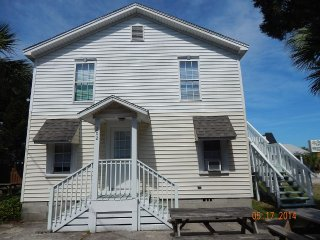 2nd floor Main St Cottage-Across Street fromOcean!, North Myrtle Beach