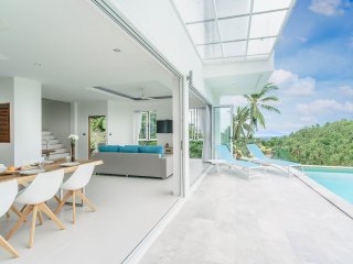 Villa Melo [upper villa]  3br, sea view, pool, gym, Chaweng