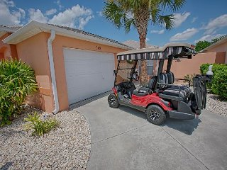 4 Seat Golf Cart. Sleeps 4. Minutes to Lake Sumter Landing. Privacy.