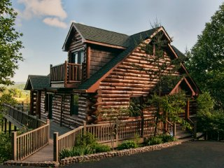 Spring Gap Meadows - Beautiful Large Log Cabin