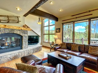 RED FOX RETREAT: 4 Bed/4 bath, 2 Car Garage, W/D, Sleeps 10, clubhouse, Silverthorne