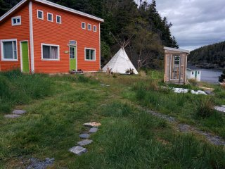 EAST  COAST NEWFOUNDLAND CABIN BY THE SEA, Tors Cove