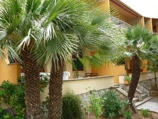 Appartement sur jardin à 50M de la plage, Rosas