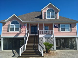 Beach house awaits you! Private Beach Community!, Harbor Island