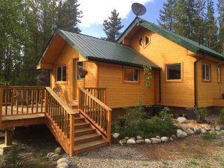 Private charming house 3-minute walk to Hotsprings, Whitehorse