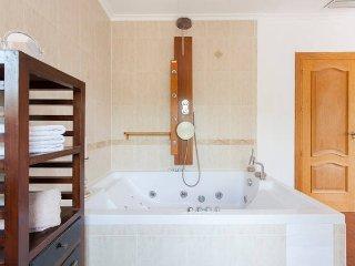 Doppelzimmer mit Wirlpoolbadewanne