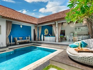 Cozy Blue 2 Bedroom Villa, Central Seminyak;