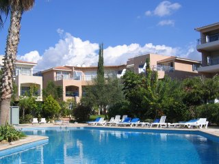 Lovely Apartment with WiFi, Gardens & Pools, Paphos