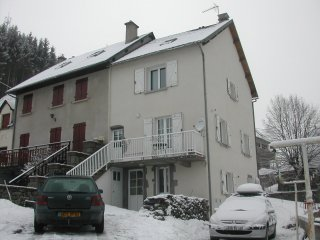 BEL APPARTEMENT 110 m2  Deco soignee - A 5 km station de ski SUPER BESSE