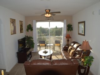 Windsor Hills 3/2 Family Condo 2 miles 2 Disney!, Kissimmee