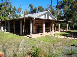 Byfield Cabins ,A Quiet Bushland Couples Retreat .