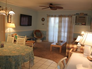 2Br/1Bth 1st Floor - Across from Residents Beach!, Marco Island
