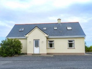 2A GLYNSK HOUSE, open fire, country location, ideal touring base near Carna Ref