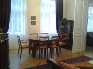 Great 4 room flat just renovated, Budapeste
