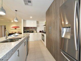 4 BR luxury house 4km fr Perth City