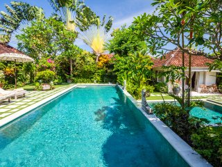 Perfect 4 bdrs 5m walk to the beach - Villa Senang