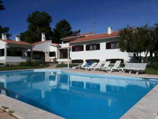 villa with private pool and garden, Seixal