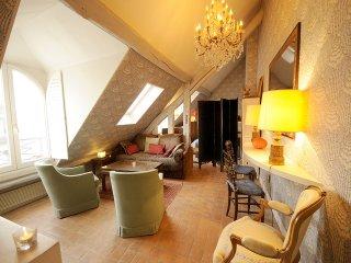 Pleasant Vacation Rental at Rue Saint Honore in Paris